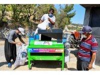 Mersin Büyükşehir Belediyesi'nden badem üreticilerine makine desteği