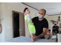 """Doktorlar """"Üç ay yaşar"""" dedi, 2,5 yaşında ayaklandı"""