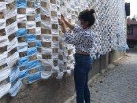 Pandemi sürecinde kullanılan 2 bin 450 maske ile duvar kaplandı