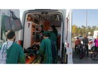 Sürücü sınavı yapan otomobile çarpan motosiklet sürücüsü yaralandı