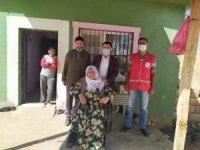 Türk Kızılay'ından 75 yaşındaki kadına tekerlekli sandalye