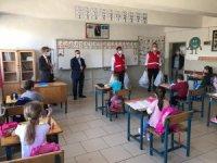 Kızılay'dan öğrencilere kırtasiye yardımı