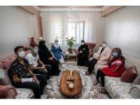 Vali Bilmez'in eşinden kanser hastası 3 çocuk annesine ziyaret
