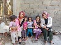 Köy çocuklarına kırtasiye ve oyuncak yardımı