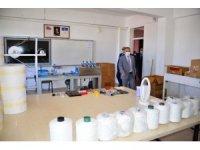 Vali Hüseyin Öner, Şehit Türkmen Tekin Meslek Lisesinde maske üretimi atölyesini ziyaret etti