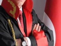 Koronavirüs önlemleri ile birlikte Mersin Adliyesi'nde yaşanan aksamalar avukatları isyan ettirdi.