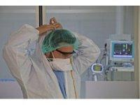 """Covid-19 yoğun bakım sorumlusu: """"Korona virüs, genç hastaları 80-90 yaşındaki bir hastanın akciğer kapasitesi gibi etkiliyor"""""""