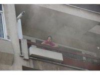Apartmanda çıkan yangında mahsur kalan 6 kişiyi itfaiye kurtardı