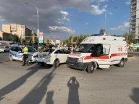 Freni boşalan kamyon araçlara çarptı: 4 yaralı