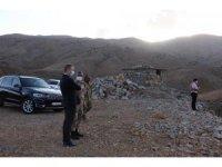 Hizan Kaymakamı Yelek, güvenlik korucularını ziyaret etti