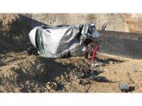 Karşı şeride geçen araç takla atarak menfeze uçtu: 2 yaralı