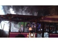 Kavacıkta Özel Halk Otobüsü alev alev yandı