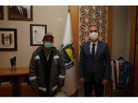 Belediye işçisi, içinde 31 bin lira olan cüzdanı yetkililere teslim etti