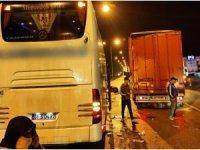Samsun'da yolcu otobüsü tıra arkadan çarptı: 2 yaralı