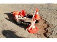 Erdek'te Telekom'a ait altyapı bacası çöktü