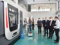 Valis Su, model fabrika ve inovasyon merkezinde incelemelerde bulundu