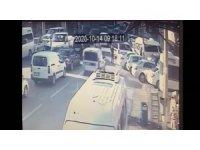 Bursa'da kaza anı kamerada...Hiç frene basmadı