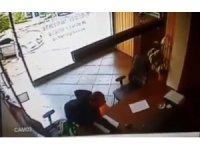 İstanbul'un göbeğinde telefon hırsızına meydan dayağı kamerada