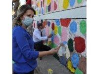 Batman'da Fırçanı Kap Gel Projesiyle okullar boyanıyor