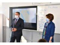 Vali'den öğrencilere Maske-Mesafe-Temizlik ödevi