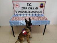 İzmir'de 'dur' ikazına uymayan araçtan uyuşturucu haplar çıktı