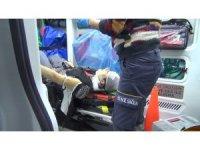 Otomobil hafif ticari araçla çarpıştı: 2 yaralı
