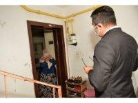 Vali Memiş karantinada olan vatandaşları ziyaret etti