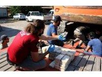"""Ekskavatörün altına gizlenmiş 51 kilo eroini """"Uzi"""" buldu"""