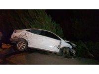 Yoldan çıkan otomobil elektrik direğine çarptı: 1 yaralı