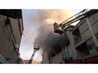 Kağıthane'de 4 katlı iş merkezinde yangın paniği