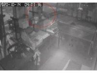 İstanbul'da sadaka kutusu ve çanta hırsızlığı kamerada