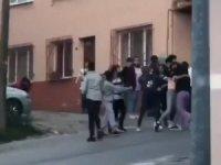 Bursa'da liseli kızların erkek kavgası kamerada
