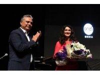 Anjelika Akbar'la ikinci yıl kutlaması