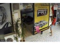 Kedilerin köpeklere saldırılarının biri de Mersin'de ortaya çıktı