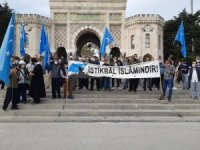 Beyazıt Meydanı'nda Fransa'nın İslam'a karşı açıklamaları protesto edildi