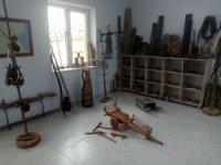 Eşinin vasiyetini yerine getirerek köye müze kurdu
