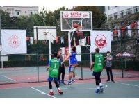 3x3 basketbol turnuvasında dereceye giren takımlar ödüllerine kavuştu