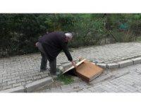 Hırsızlar demir rögar kapaklarına dadandı