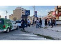 Mahalle arasına kaçan kaçak göçmenleri polis yakaladı