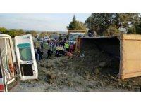 Devrilen kamyonda sıkışan sürücü 3 saat sonra kurtarıldı