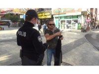 Isparta'da maskesiz yakalanan şahıs polisten özür diledi