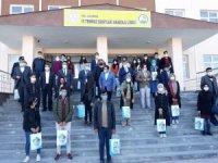 Çaldıran Belediyesinden üniversiteye hazırlanan 200 öğrenciye kitap desteği