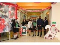 GKV'li Ece Koçak açtığı sergiyi Atatürk'e armağan etti