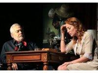 """Efeler'de tiyatro şöleni """"Güneyli Bayan"""" ile sona erdi"""