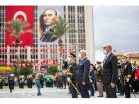 İzmir'de Cumhuriyet Bayramı kutlamaları çelenk töreniyle başladı