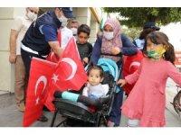 Adıyaman'da Türk Bayrağı dağıtıldı