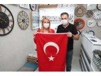 Merkezefendi Belediyesinden esnaf ve vatandaşa Türk bayrağı
