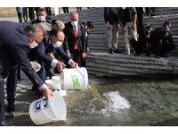 Cumhuriyet'in 97. yılı anısına Keban Barajı'na 970 bin adet balık yavrusu bırakıldı