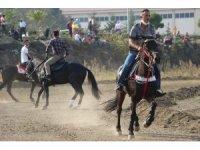 Cumhuriyet Bayramı etkinlikleri kapsamında at yarışları düzenlendi