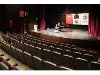 """Tuluyhan Uğurlu'dan """"Cumhuriyet Resitali"""""""